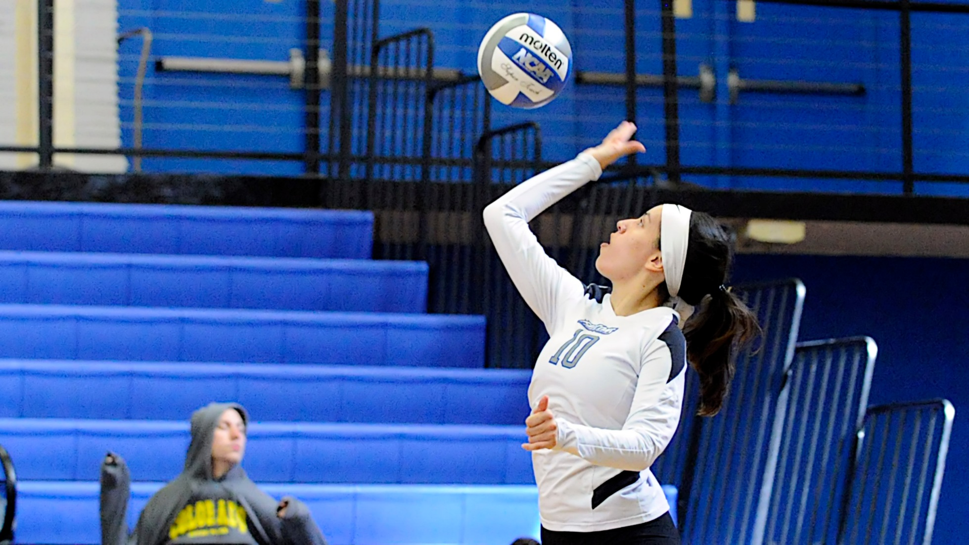 Women's Volleyball Edged by Dean, 3-2