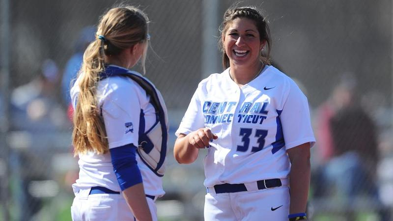 Softball Shuts Out UMass-Lowell in Doubleheader