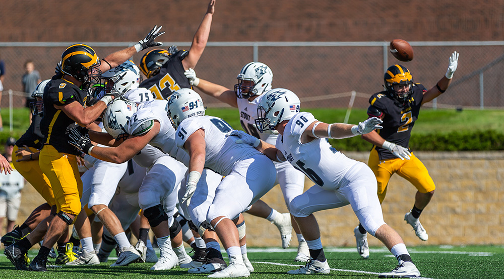 UW-Stout survives on a blocked extra point. (Photo by Tim Kruse for UW-Stout athletics)