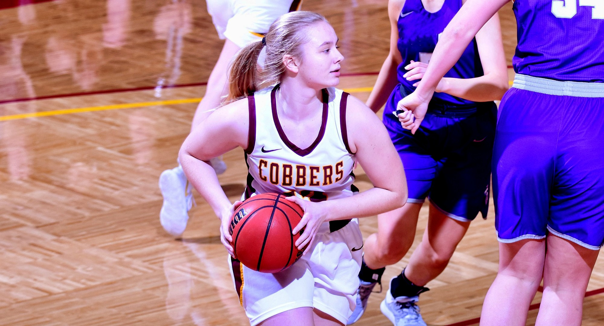 Sophomore Bailee Larson recorded the first double-double of her career as she scored 11 points and grabbed 10 rebounds to help Concordia beat Macalester.