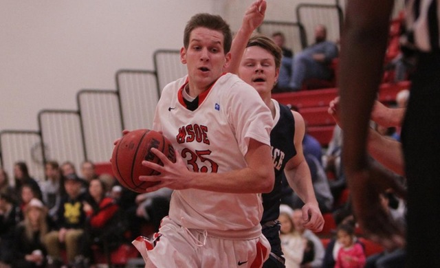 Men's Basketball Edged at CUW on Last-Second Shot