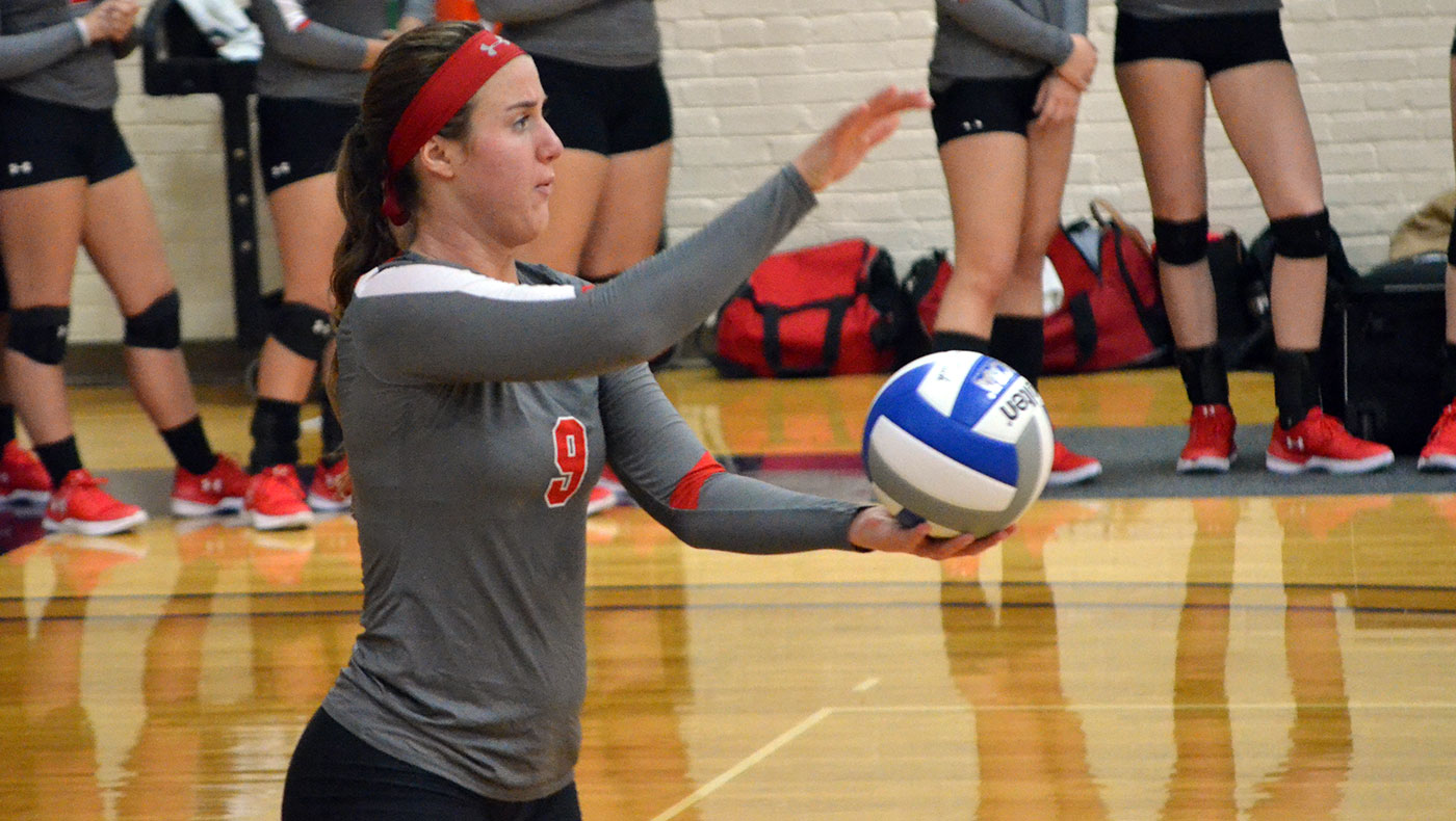 Women's volleyball team splits Friday matches at MIAA Preview Tournament