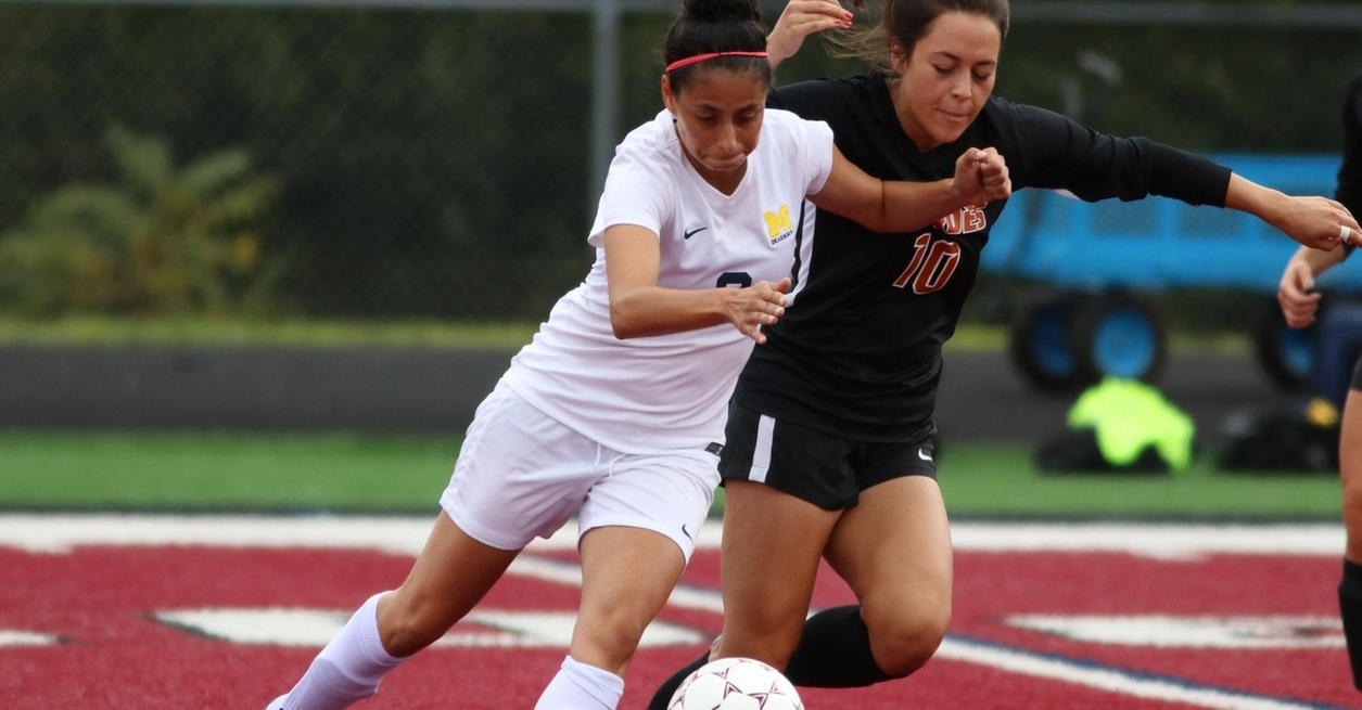 Aquinas defeats women's soccer in WHAC matchup
