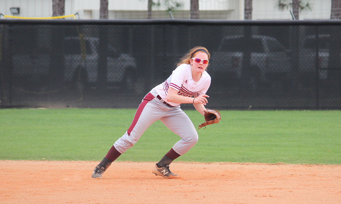 Softball Splits Doubleheader with Dean