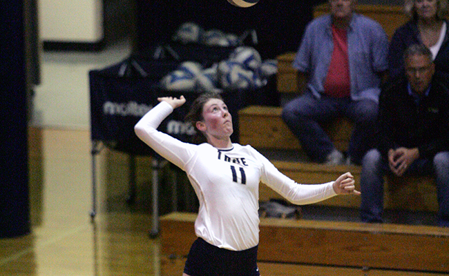 Volleyball Concludes Season with Loss to Calvin