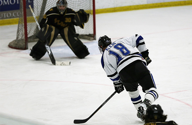 Men's Hockey Jumps on Concordia Wis. Early to Win 3-0