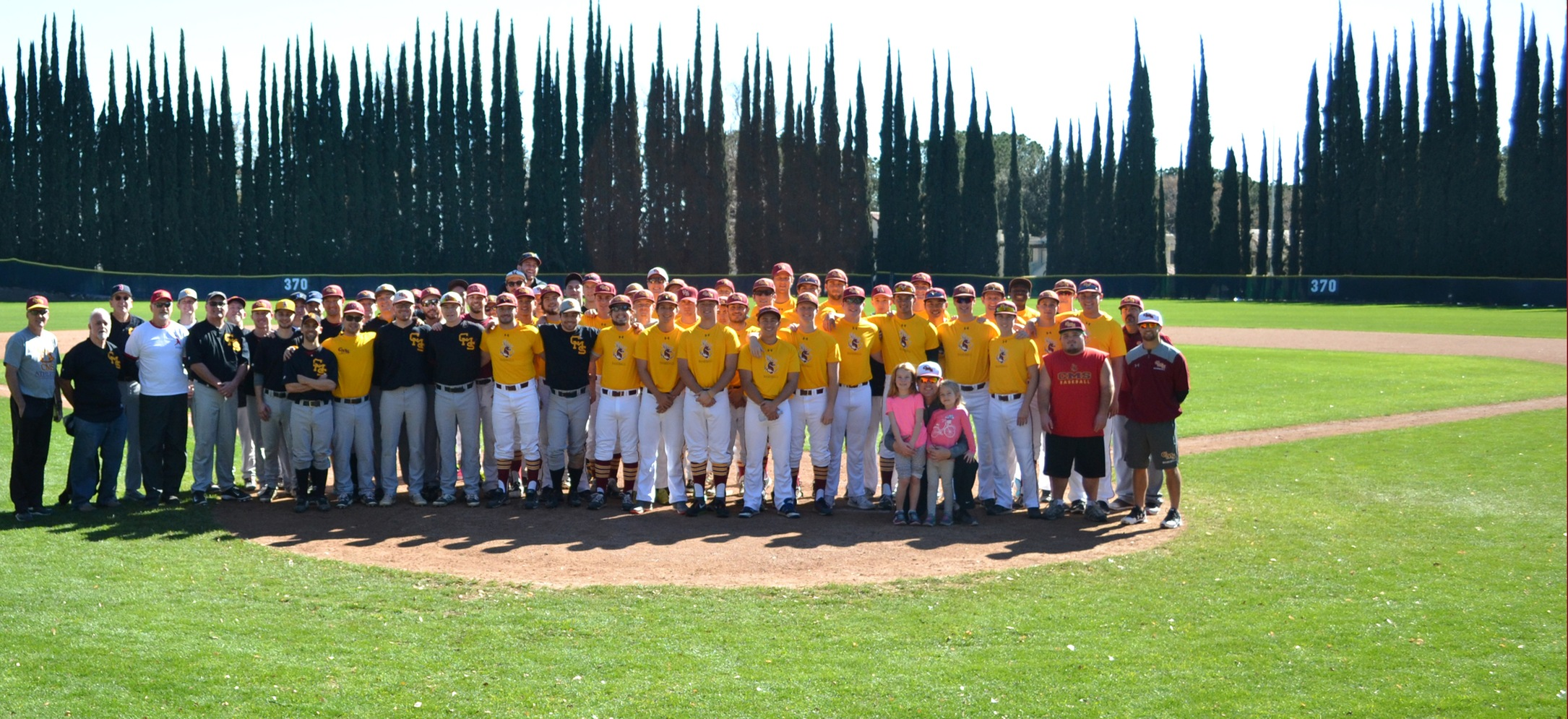 Baseball alumni play in honor of the Arces