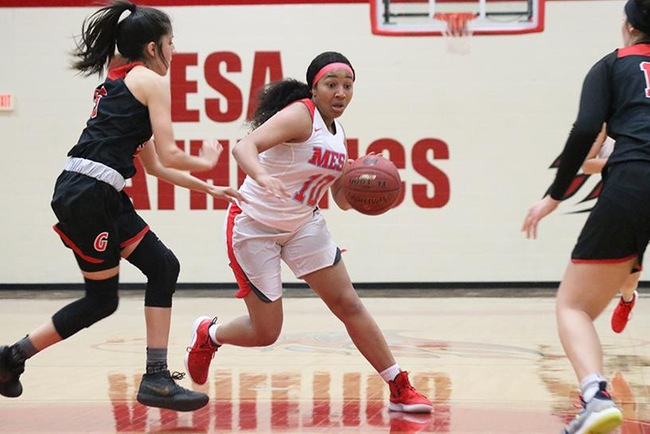 Mesa point guard, Raenesha Willis, looks to drive in Wednesday night's game against Glendale. (Photo by Aaron Webster)