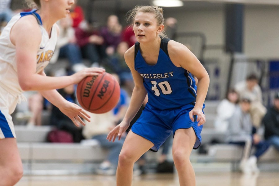 Emily Kopp was one of three Wellesley players to finish in double figures (Frank Poulin).