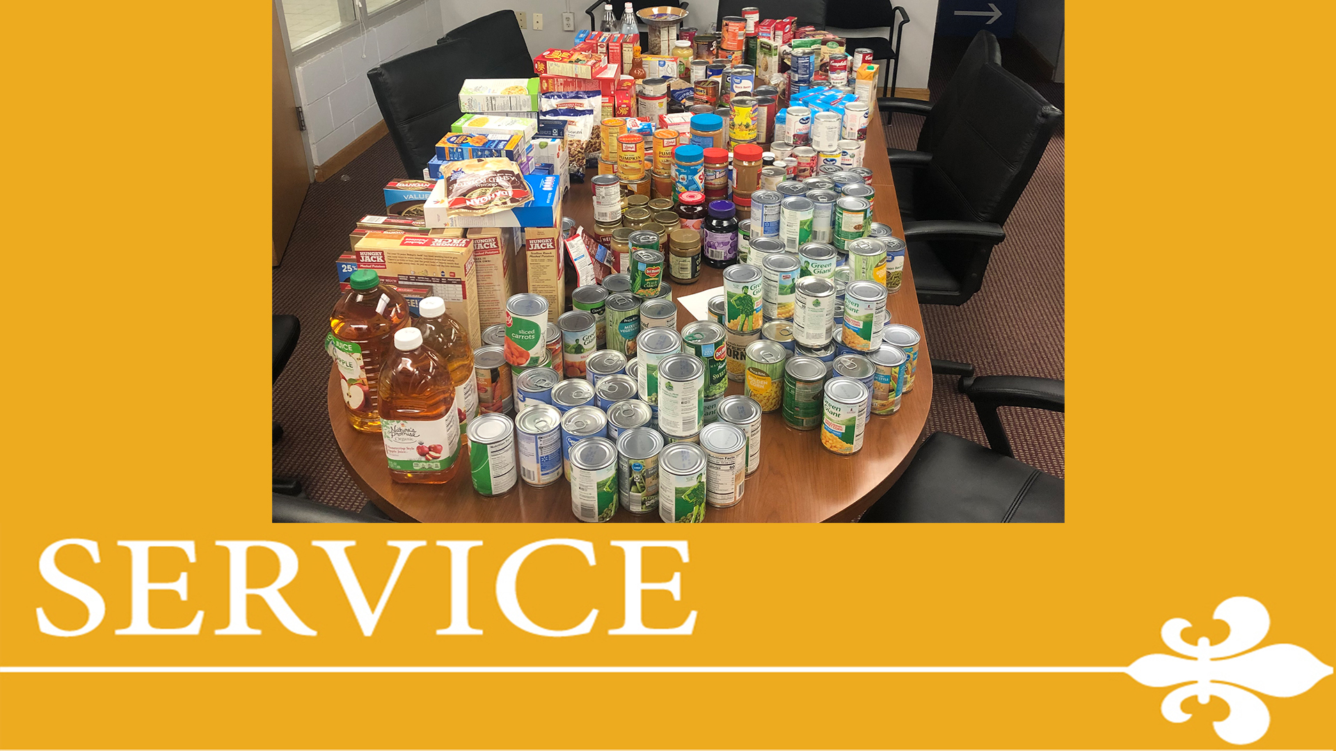 Albertus Magnus Athletics & SAAC Holds Thanksgiving Food Drive