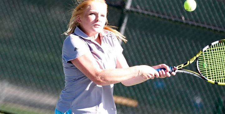 Women's Tennis Wins 3 at Central College