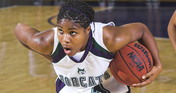 Bobcat Women De-Claw Bearcats, 71-60