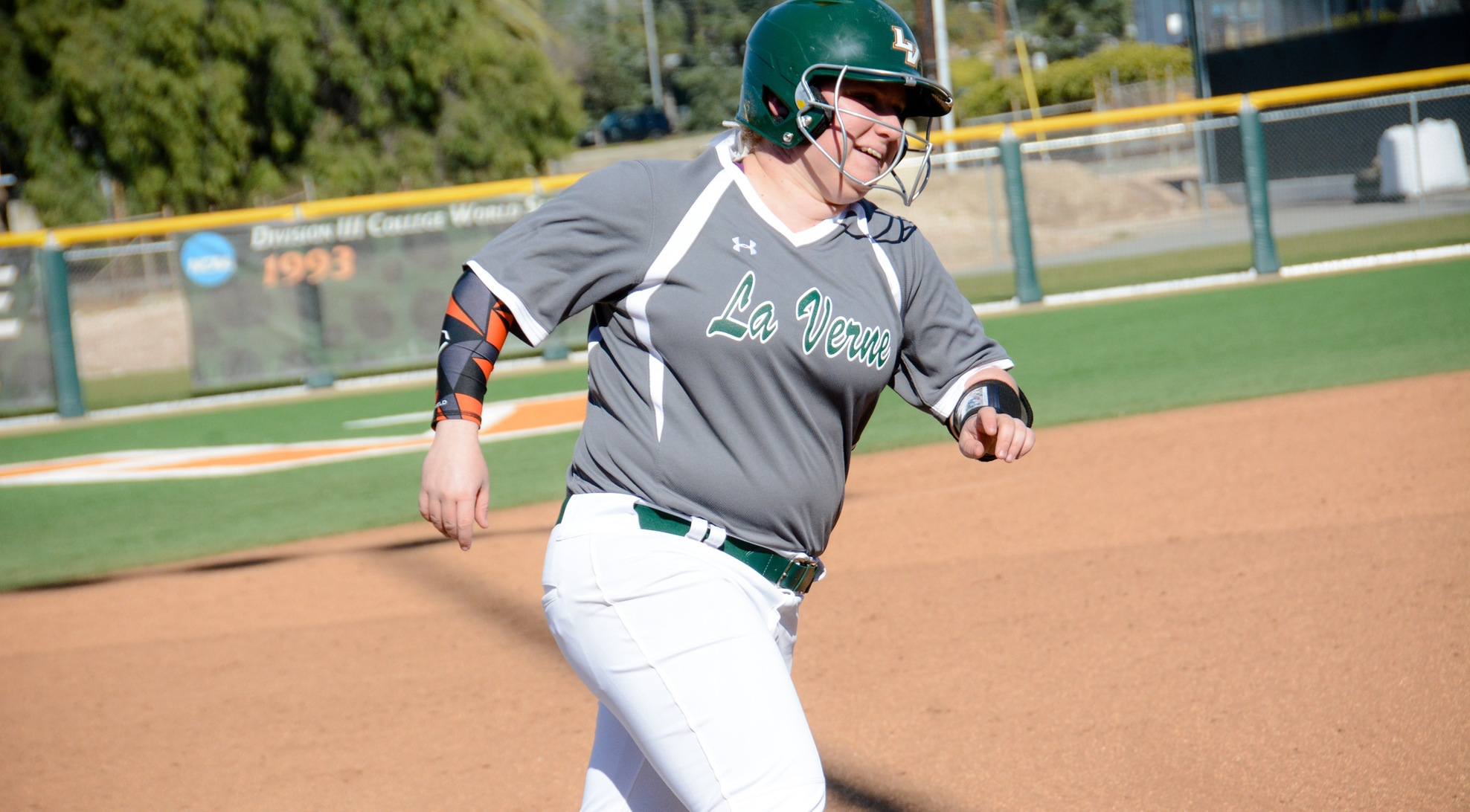 DeAngelo knocks in five to lead La Verne past Whitworth 9-2 in Game 1