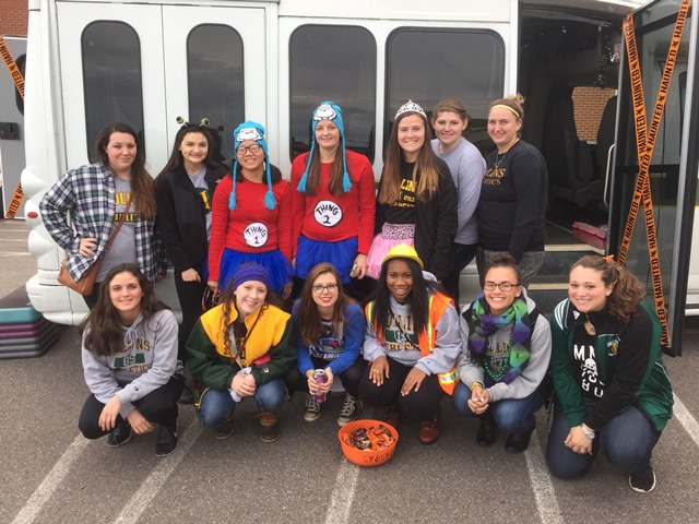 2015 Hollins SAAC community service outing at a local Trunk or Treat