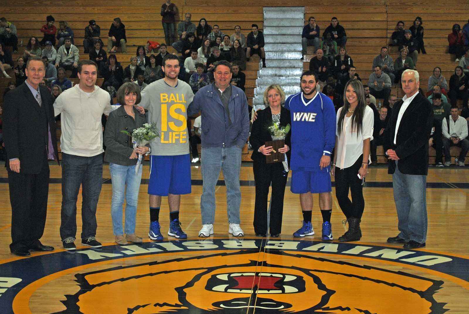Seniors Pave the Way in Last Home Appearance in Rout of UNE, 69-47