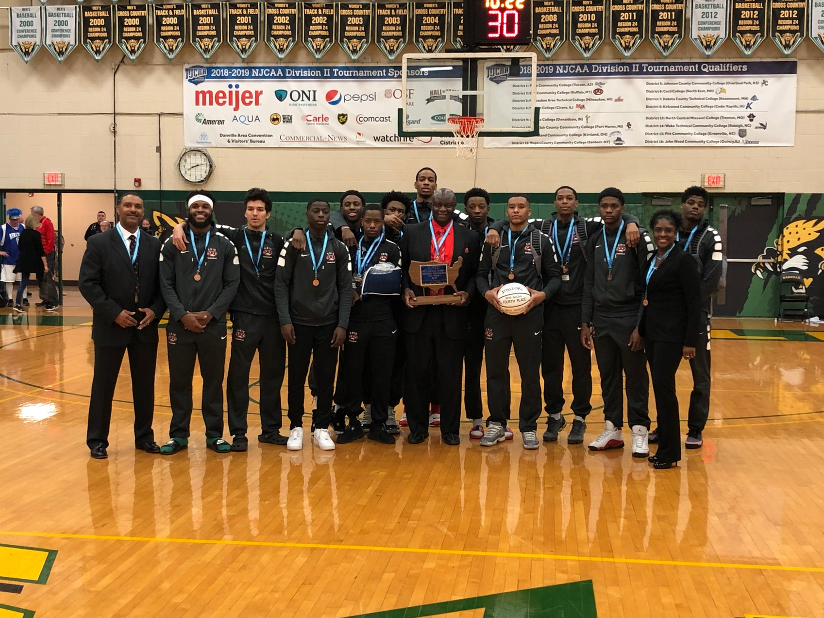 Men's Basketball Finishes Fourth at NJCAA Division II Tournament