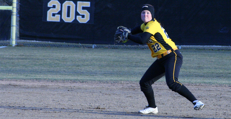 Softball Splits on Final Day of the Seahawk Invitational