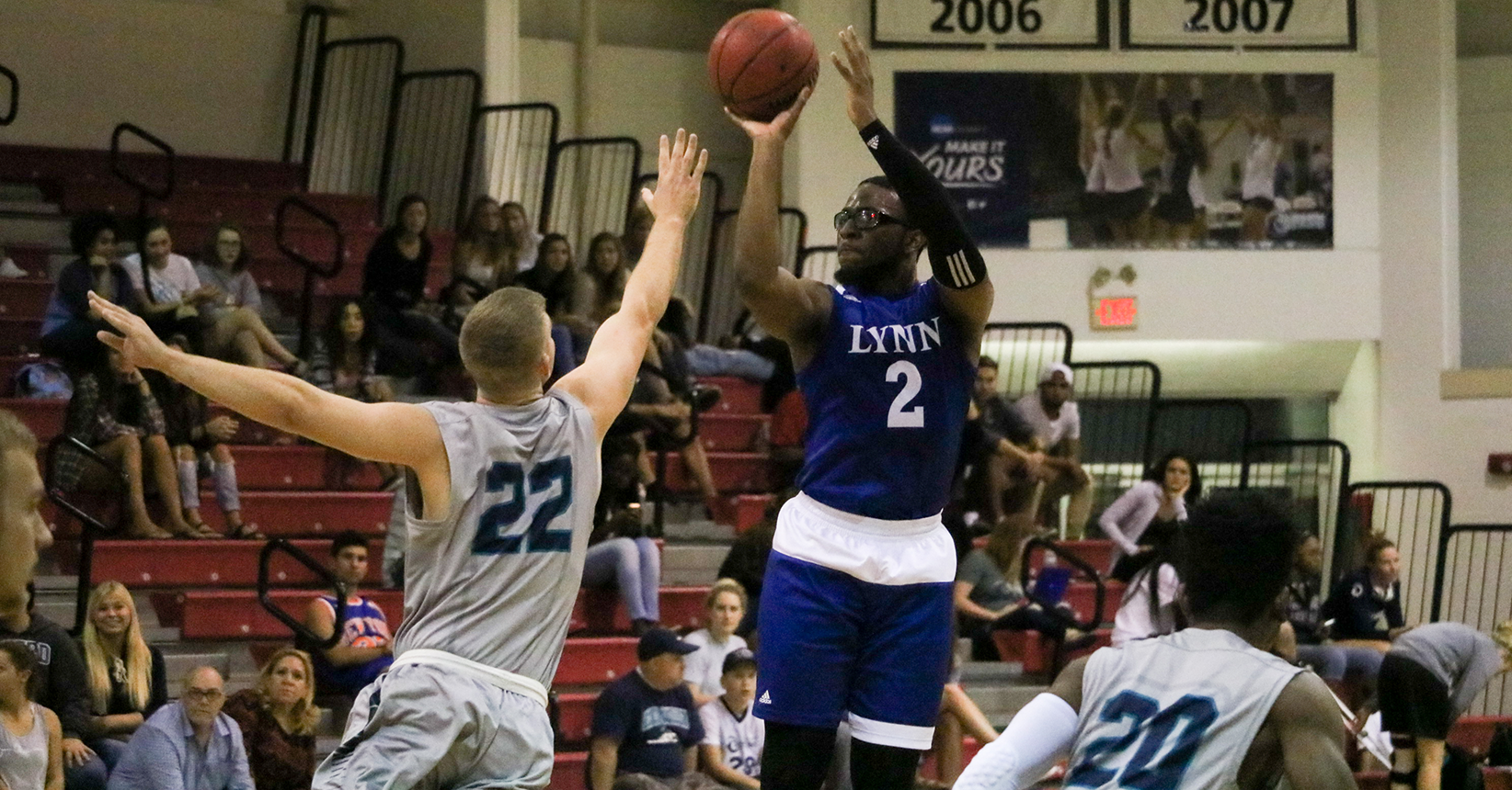 Men's Basketball Falls to Tritons Despite Lockdown Defense
