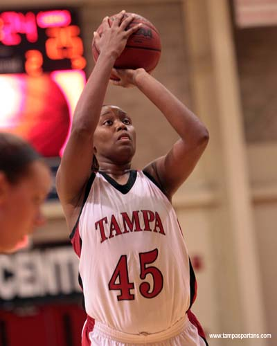 Jaleesa Harmon led all scorers with 21 points
