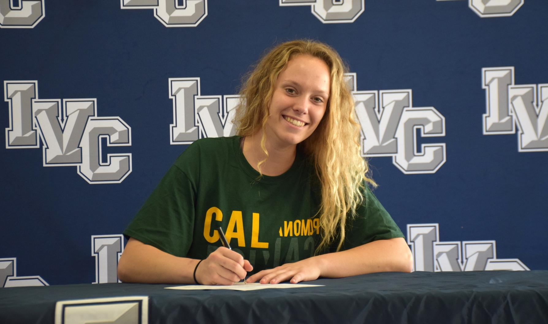 Basketball player Kasey Smit signs with Cal Poly Pomona