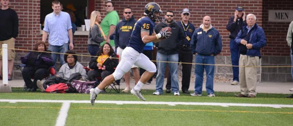 Big Plays Highlight Homecoming Football Win over Earlham