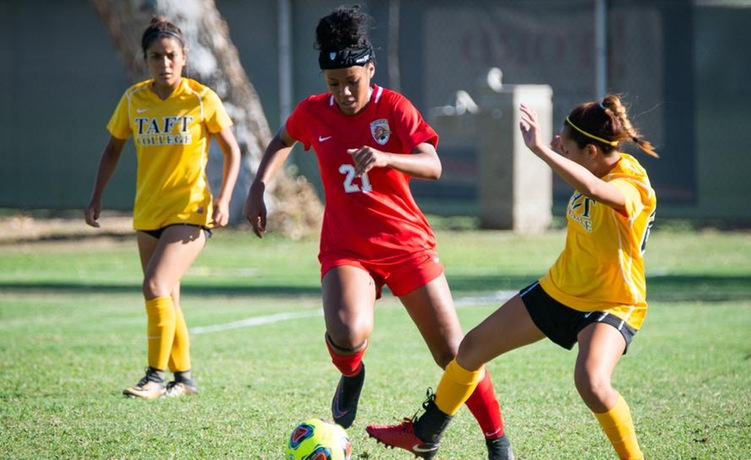 COD Women's Soccer grabs early lead, falls late to the Mounties, 3-2