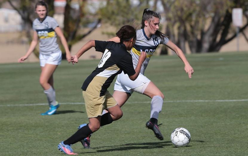 Women's Soccer Falls in Final Game of Pool Play