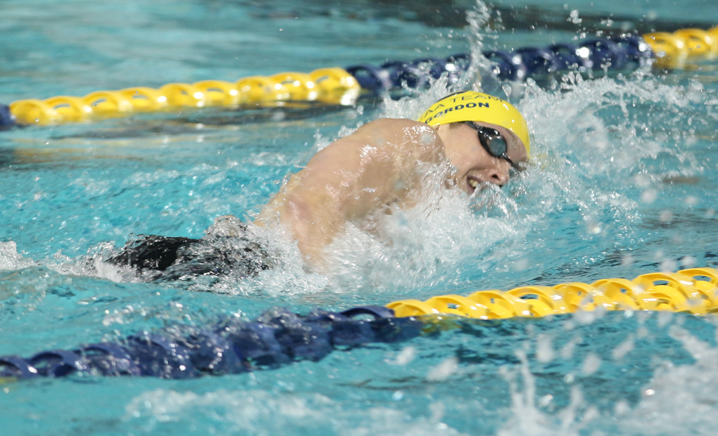 Men's Swimming & Diving Opens Season with 186-102 Win Over BSC