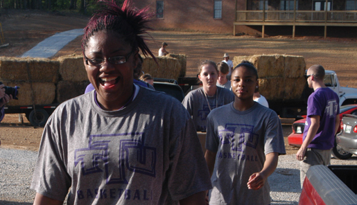 Women's basketball team helps local organization