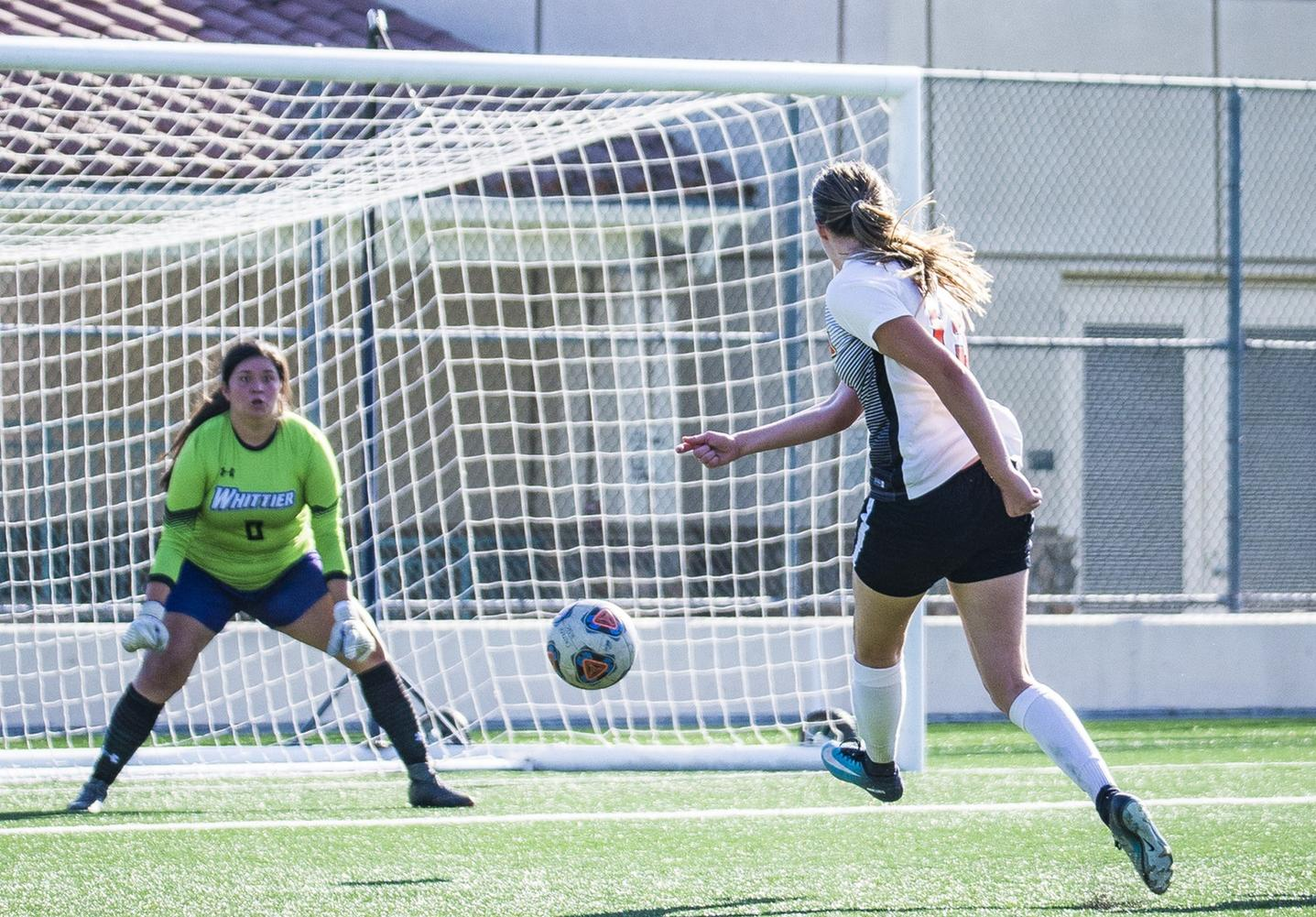 Women's Soccer Battles Oxy at Home