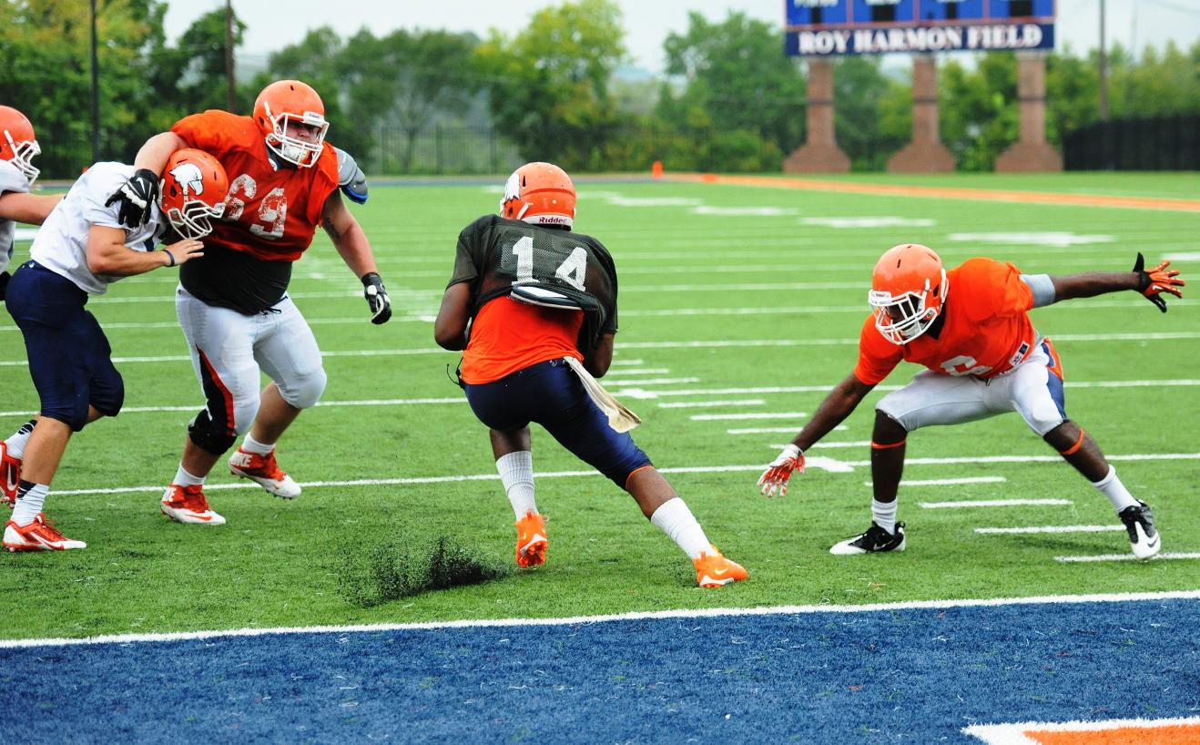 Late fumble recovery seals spring game for defense