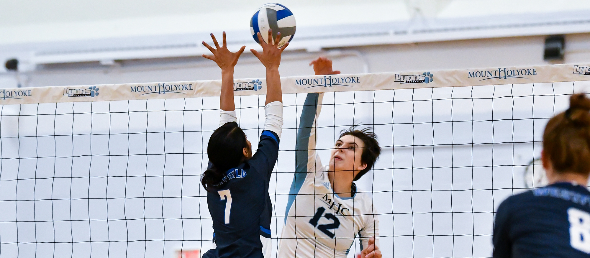 Simine's Record-Breaking Day Helps Volleyball Finish Season With Three-Set Sweep Over Sage