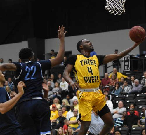 Raiders drop 4th straight Region XVI game after late run from Roadrunners