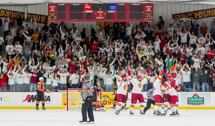 Two Late Goals Help Ferris State Hockey Force Tie & Hold Onto First Place In WCHA