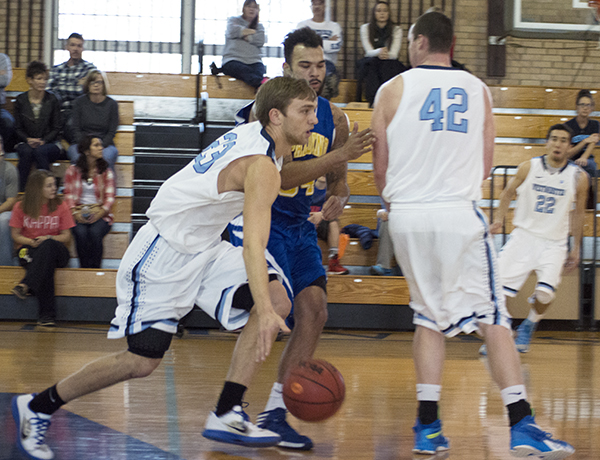Men's Basketball Edged Out By Fontbonne, 67-60
