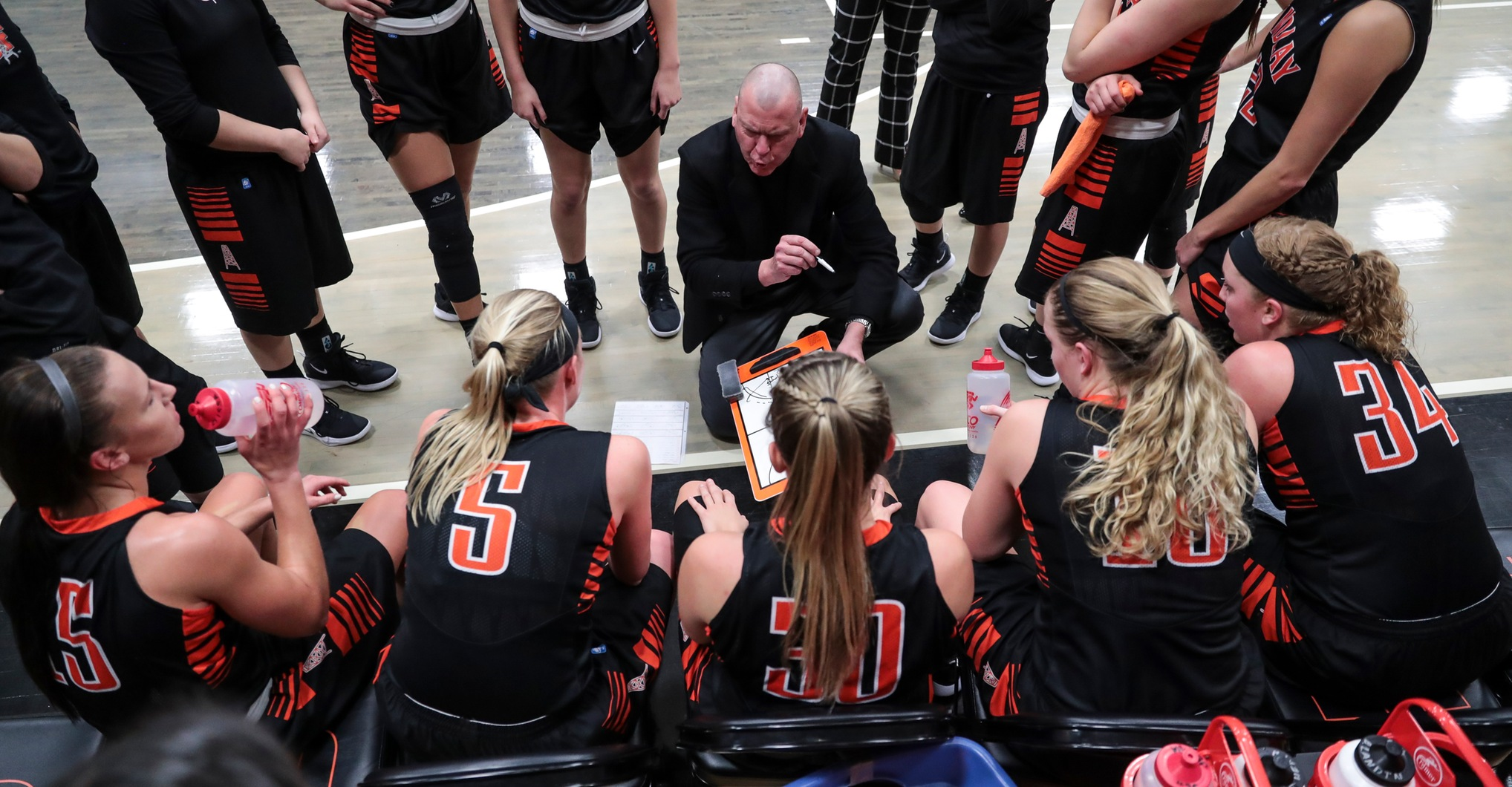 Oilers Set for Matchup with Hillsdale