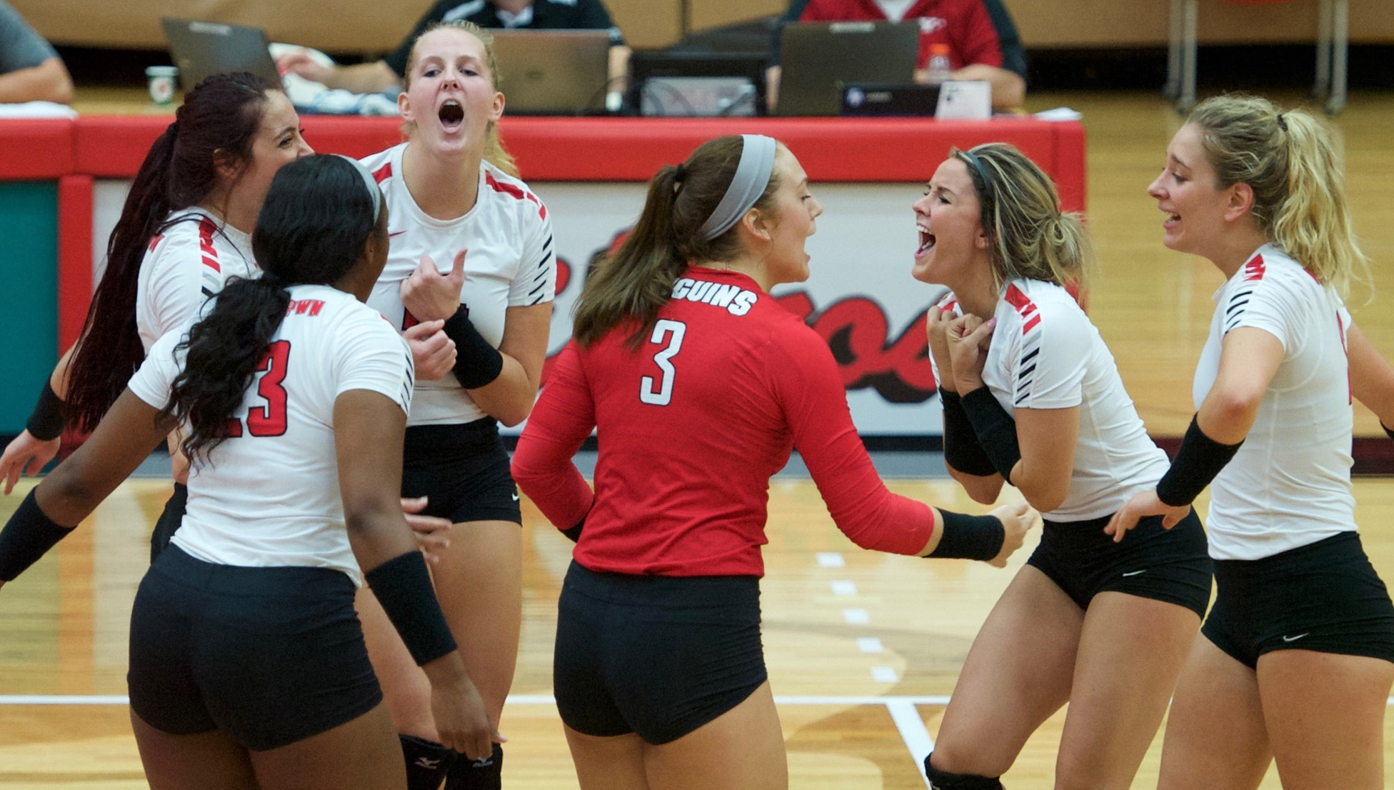 YSU Volleyball (Photo by Regina Thompson)