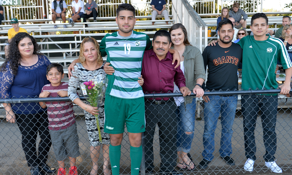 MEN'S SOCCER SENIOR MUÑOZ, TWO SIBLINGS TO GRADUATE TOGETHER AS FIRST IN FAMILY