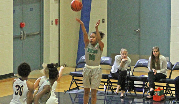 Early Hole Harms Wilmington Women's Basketball at St. Thomas Aquinas, 90-73, in Season Opener