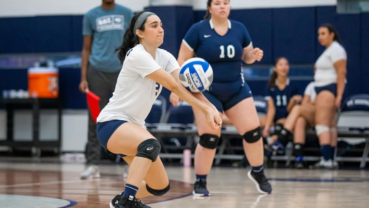 Women's Volleyball Cruises Past Medgar Evers