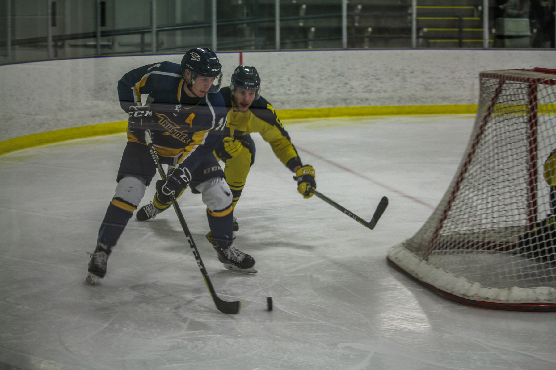 Ooks take down Thunder 5-2