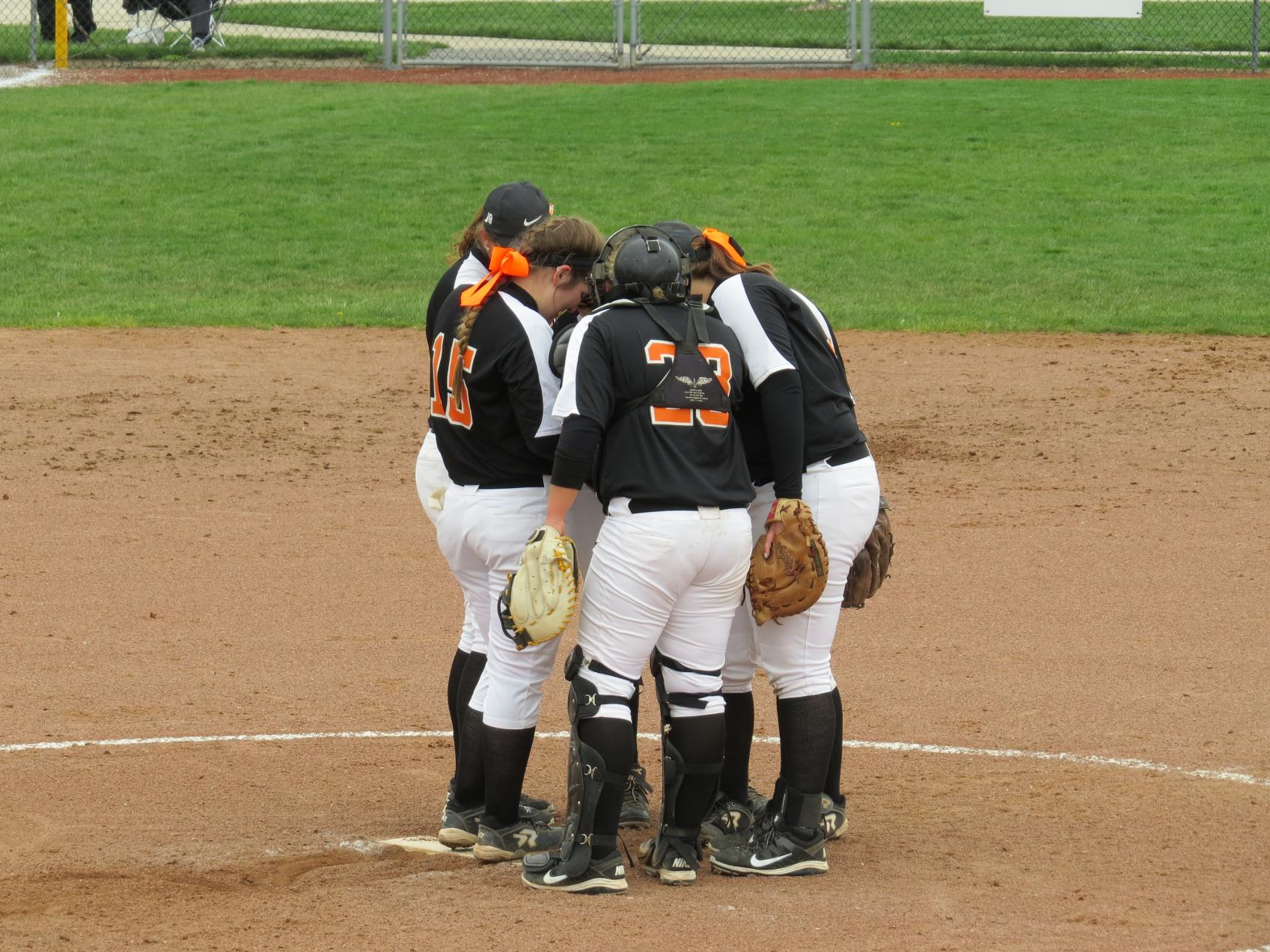 Oilers Win First Game in GLIAC Tournament