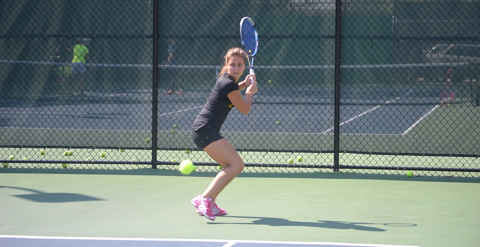 Women's Tennis Blanks Hosts Hartford, Fairfield