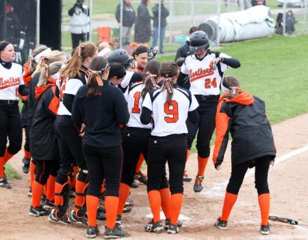 Softball uses the long ball to sweep Marietta 6-1, 11-3 in OAC double header