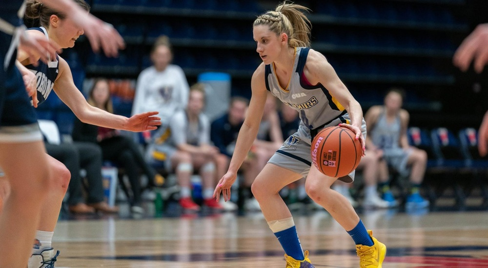 WBB | Voyageurs Pull Away from Varsity Blues