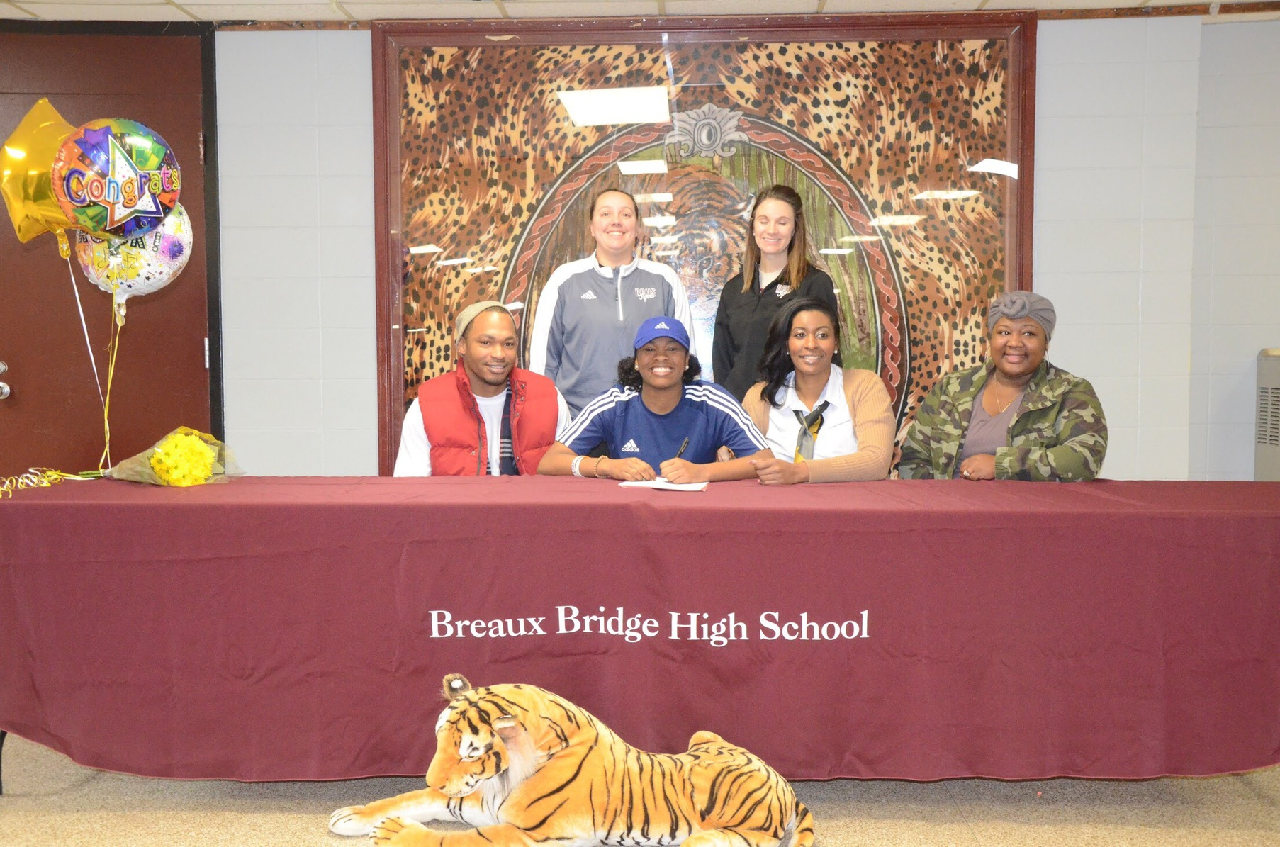 Destiny Thomas signs with the Lady Pirates