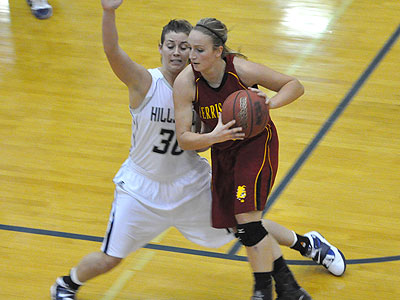 Junior Lindsey Pettit drives with the ball in Tuesday's loss at Hillsdale (Photo by Rob Bentley)