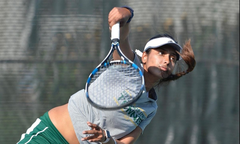 DHAR WINS FLIGHT, HIGHLIGHTS STRONG WEEKEND FOR WOMEN'S TENNIS AT SAINT MARY'S INVITATIONAL