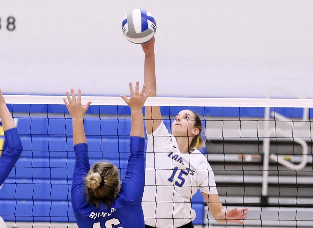 Volleyball Earns Eleventh Straight Win as they Defeat UMass Dartmouth, 3-1