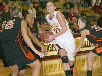 FSU's Kelsey DeNoyelles drives with the ball against Findlay (Photo by Sandy Gholston)